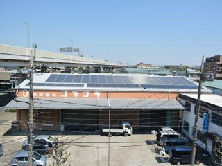 倉庫屋根の太陽光パネル